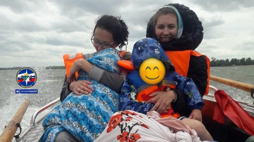 Сильный ветер отрезал от цивилизации пятерых новосибирцев, которые отдыхали на острове Заячий