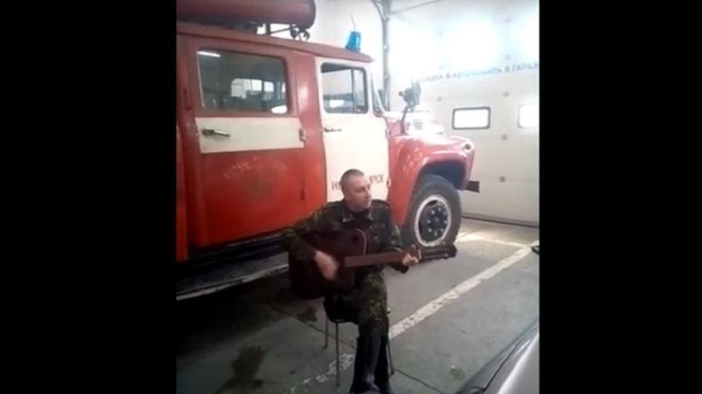 Новосибирский спасатель написал песню про самоизоляцию