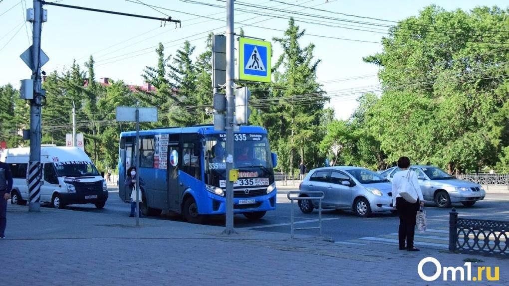С 15 мая омичи будут платить 30 рублей за проезд в маршрутках даже по «безналу»