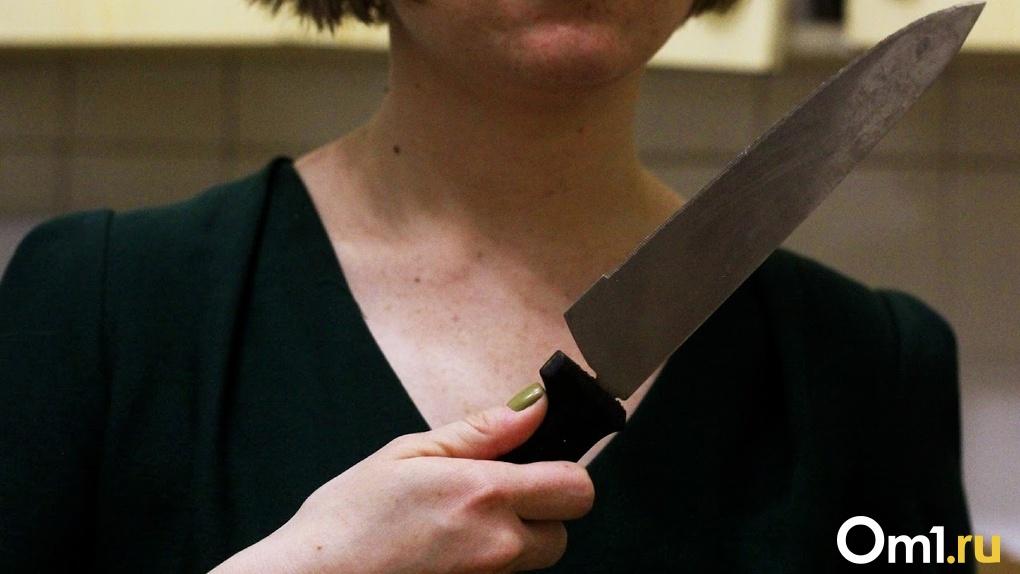 «Думала, что поцарапала». В Омске мать 5-летнего ребёнка убила любовника ударом в спину