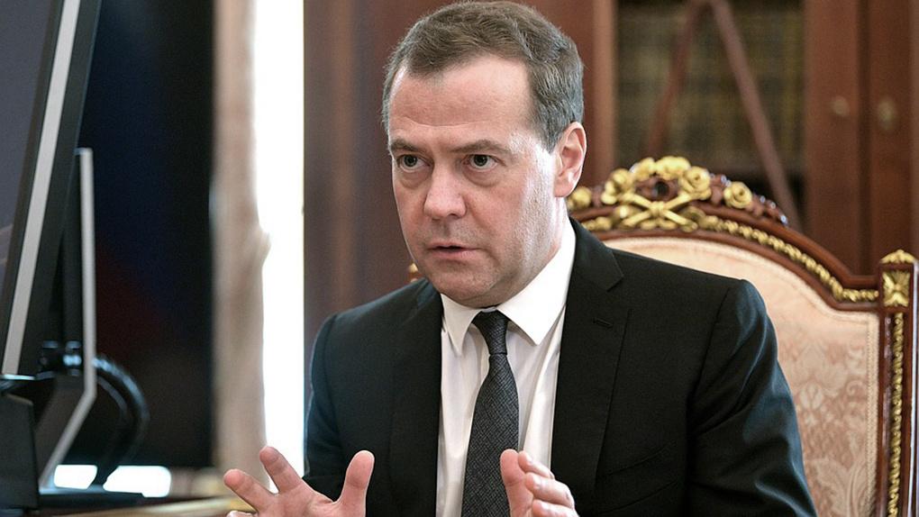 Хорошо отмечаем: Медведев предложил сократить новогодние выходные