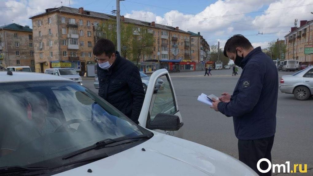 Омские водители жалуются, что их штрафуют за езду без маски на личных авто