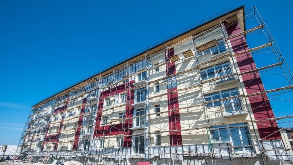 Новосибирске обманутые дольщики «поселились» в недостроенных квартирах