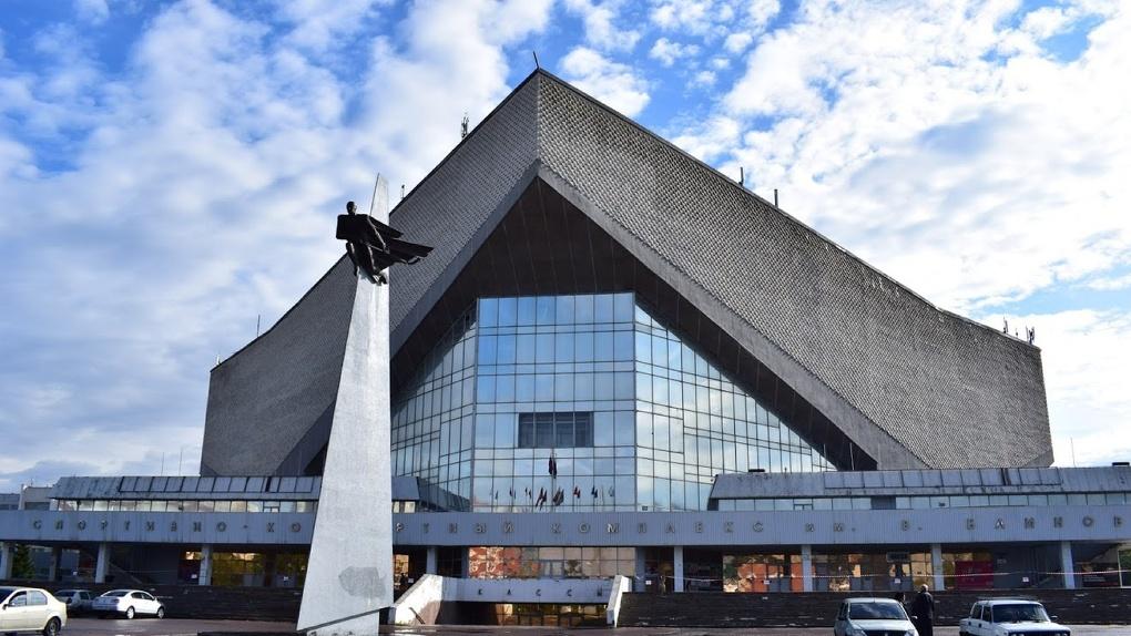Омский вице-губернатор проинспектировал ход ремонтных работ крыши СКК Блинова