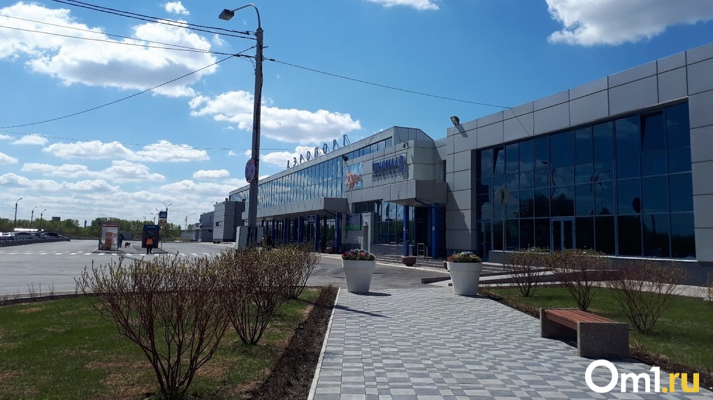 Сегодня в Омске приземляются три самолета из охваченных коронавирусом регионов