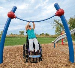 В Омске для детей-инвалидов открыли первую спортивную площадку