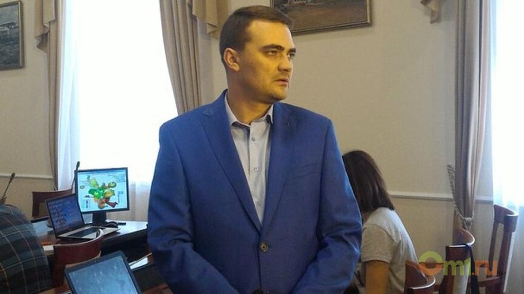 В избирком Омска по телефону сообщили о массовом вбросе бюллетеней на участок