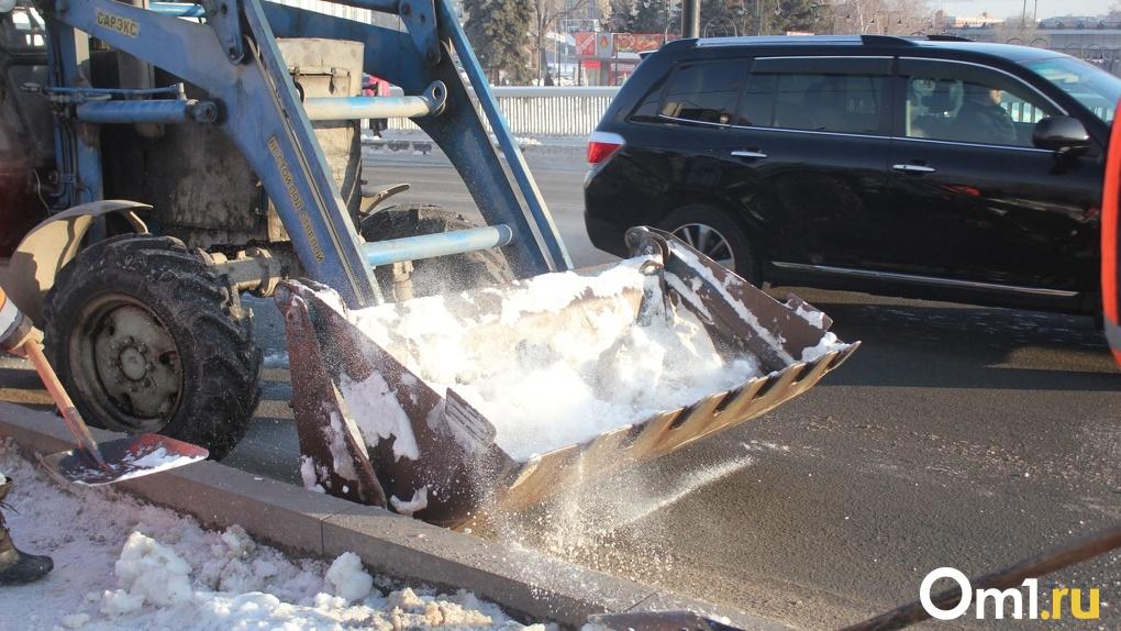 Из-за аномального снегопада омские дорожники продолжают бить рекорды