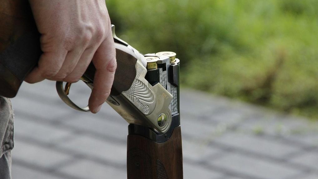 Известного омского бизнесмена нашли с огнестрельным ранением напротив офиса СМИ в центре города