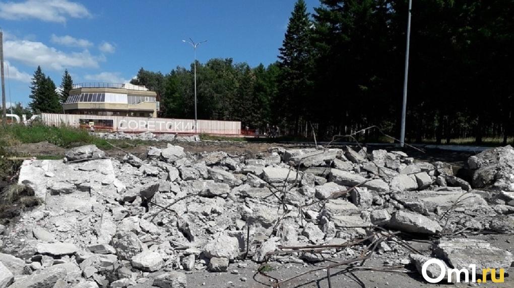 Травмоопасный парк в Омске: администрация извиняется и выставила ограждение. Стало ли легче ребёнку?