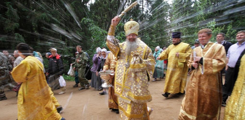 Центр Омска встал в пробках из-за крестного хода