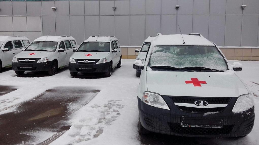 Для омских поликлиник купили 60 новых машин