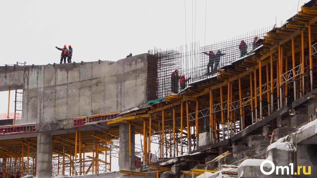 Работы по благоустройству парка рядом с новой ледовой ареной в Новосибирске идут с опережением графика
