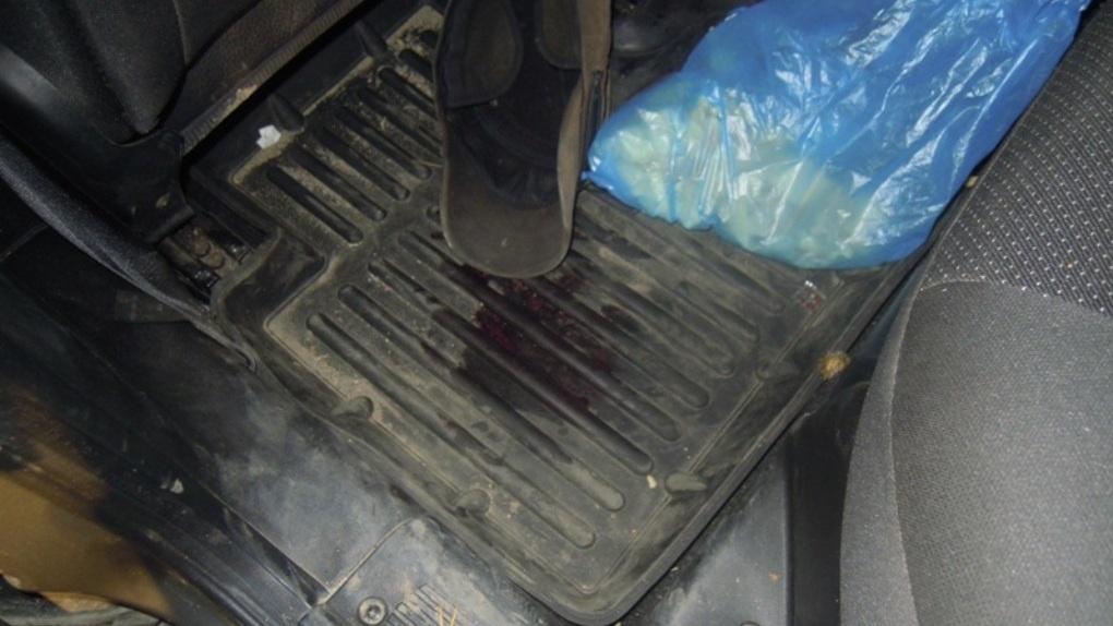 В Омске остановили автомобиль с пятнами крови в багажнике