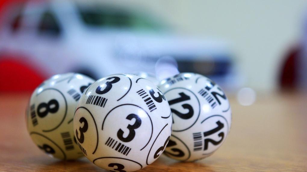 Омич купил на почте лотерейный билет и выиграл 600 тысяч рублей