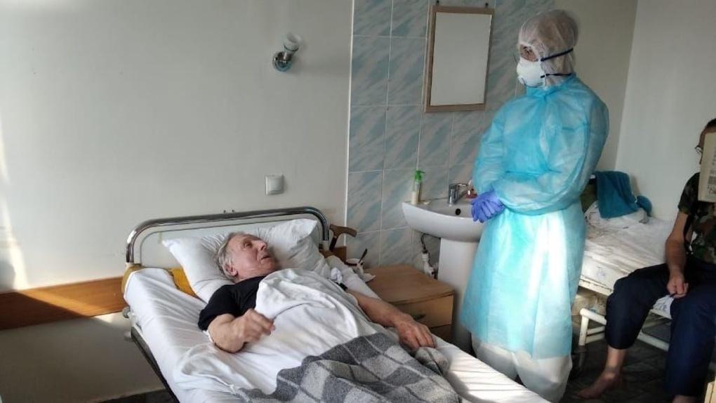 «Заражения избежать почти невозможно»: стало известно, как заболели коронавирусом 16 омских медиков