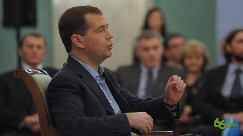 Дмитрий Медведев лично поможет попавшим под санкции олигархам