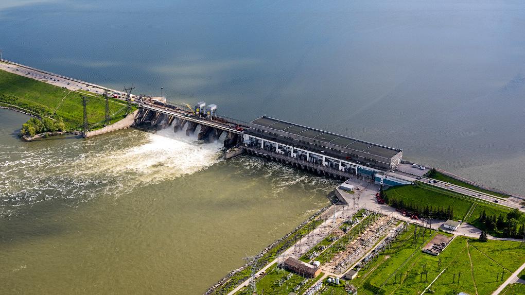 Плотину новосибирской ГЭС закроют для движения грузовиков