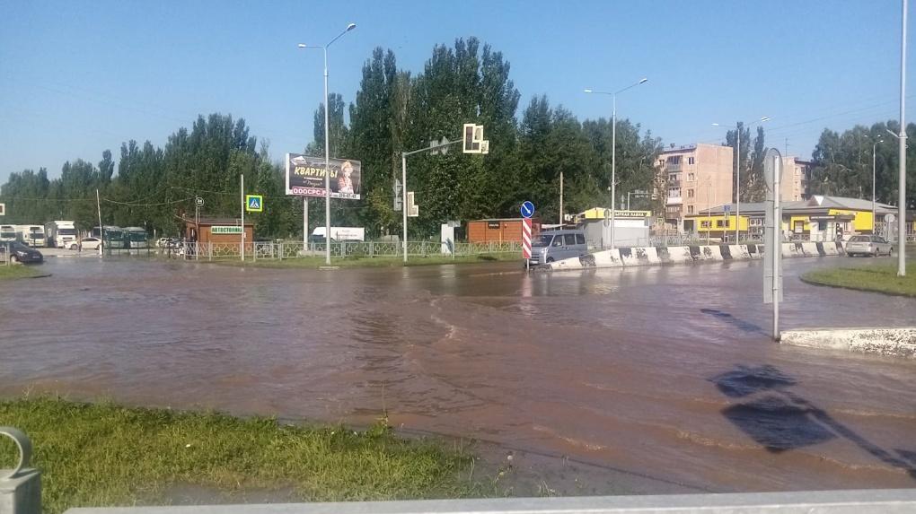 Бердские улицы затопило из-за коммунальной аварии