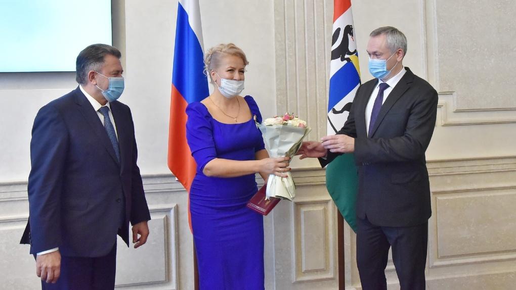 15 жительниц Новосибирской области наградили знаком отличия «За материнскую доблесть»