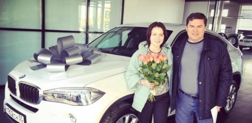 В Омске совладелец «Парфюм-Лидера» подарил жене BMW за 4,5 миллиона
