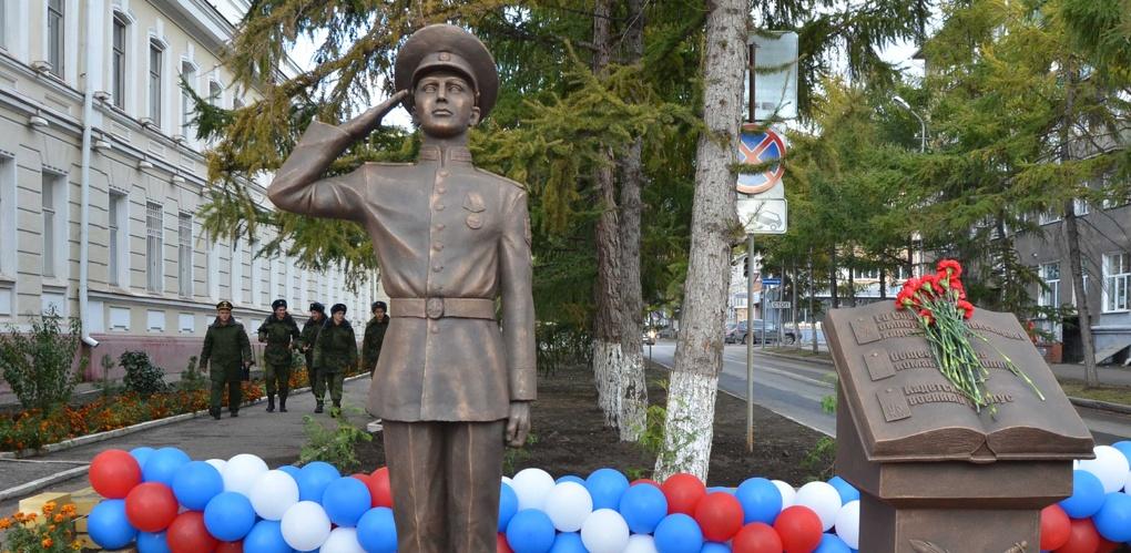 В центре Омска установили памятник кадету