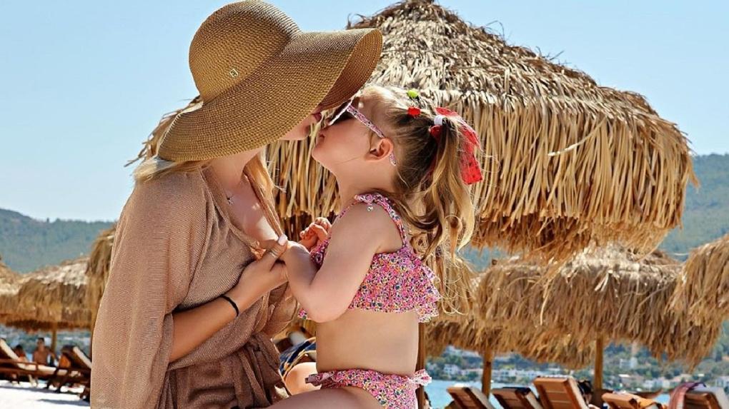 «Вся в маму»: дочь певицы из Новосибирска Пелагеи умилила поклонников своим пением