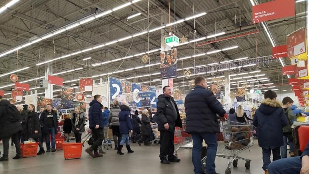 В Омске, несмотря на запрет, продолжают открываться крупные гипермаркеты и магазины