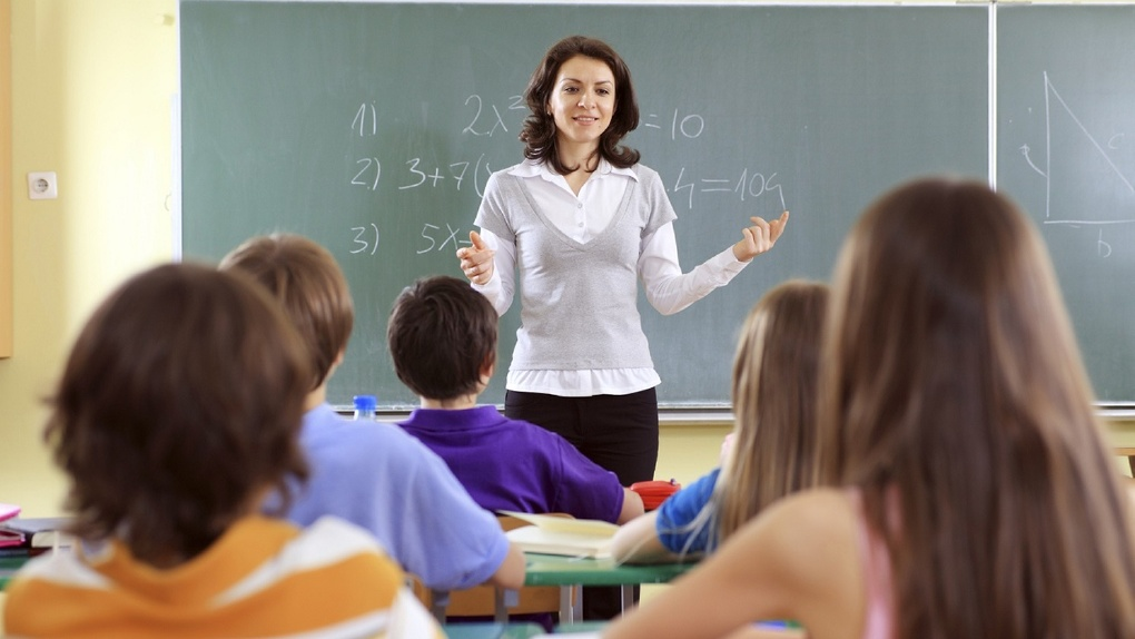 В омских школах не хватает более 700 учителей