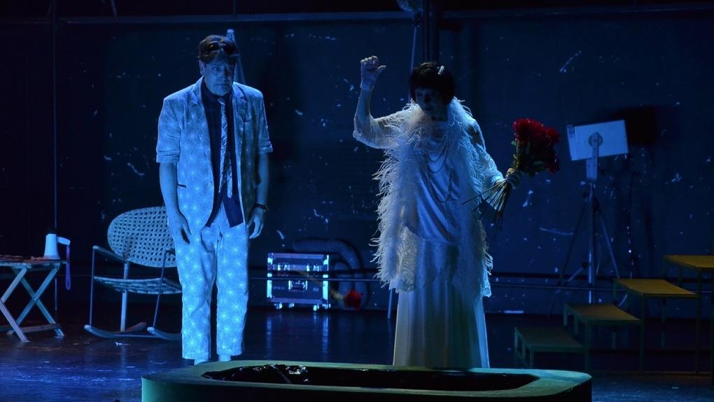 «Звезда мертва»: в омском ТЮЗе поставили комедию про самый неудачный съёмочный день