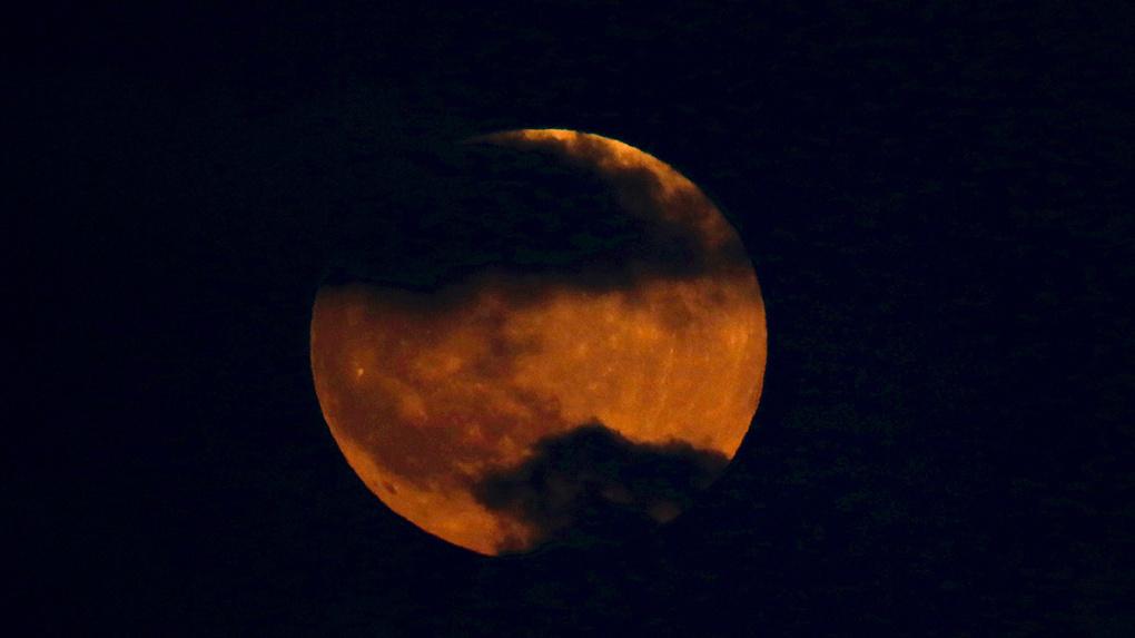В понедельник произойдет лунное затмение. Как правильно его наблюдать