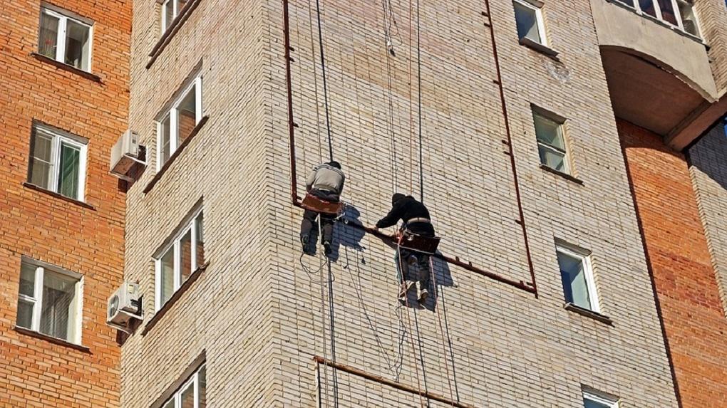 Омские депутаты призвали мэрию бороться с управляющими компаниями — «призраками»