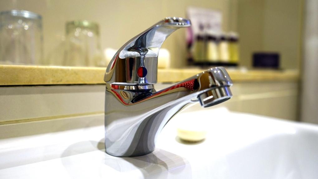 В Омске на весь день отключат воду в жилых домах. Список
