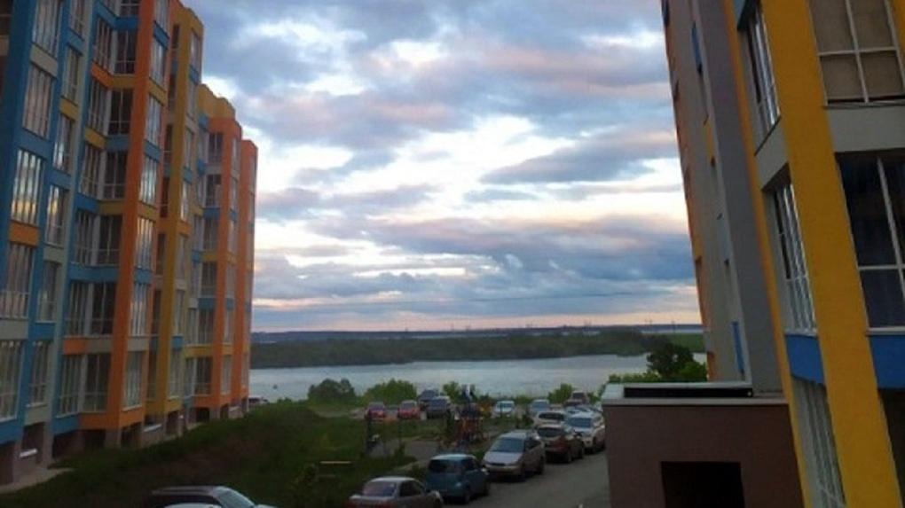 Новосибирский застройщик избежал наказания за обман дольщиков после сдачи дома на ОбьГЭСе