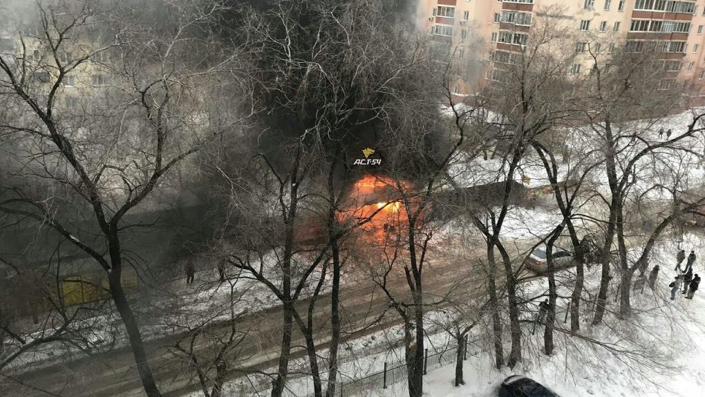 На левом берегу Новосибирска загорелся продуктовый рынок