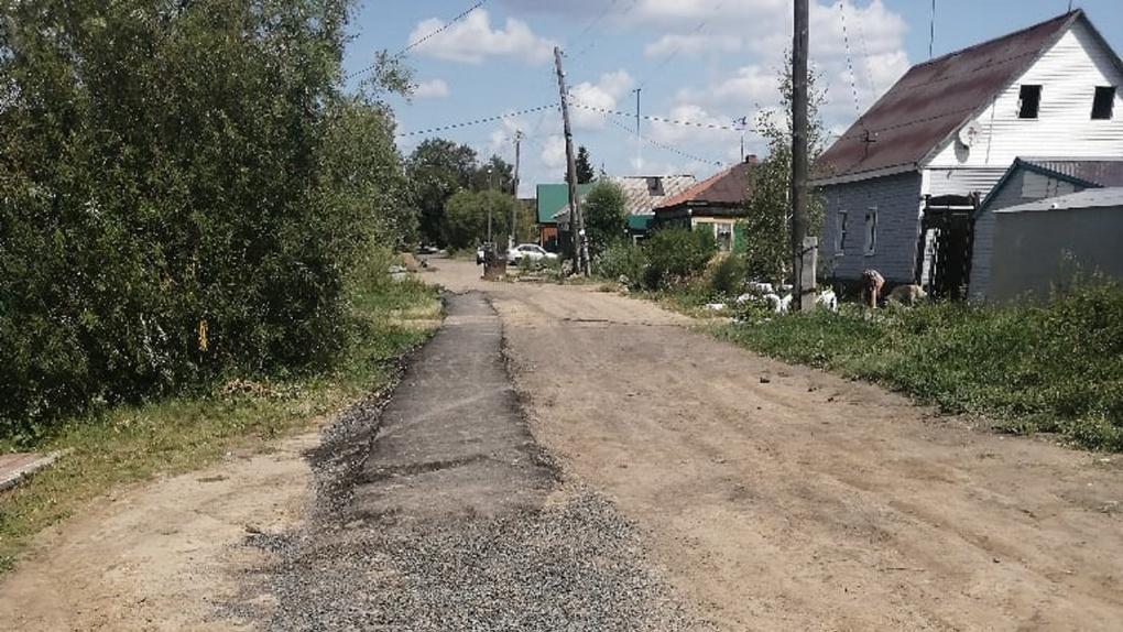 Омские дорожники бросают наполовину сделанные тротуары по всему городу