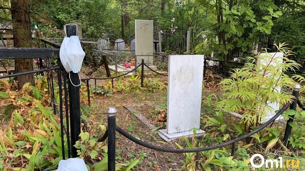 Омского профессора медуниверситета Дроздовского похоронили в закрытом гробу как коронавирусного