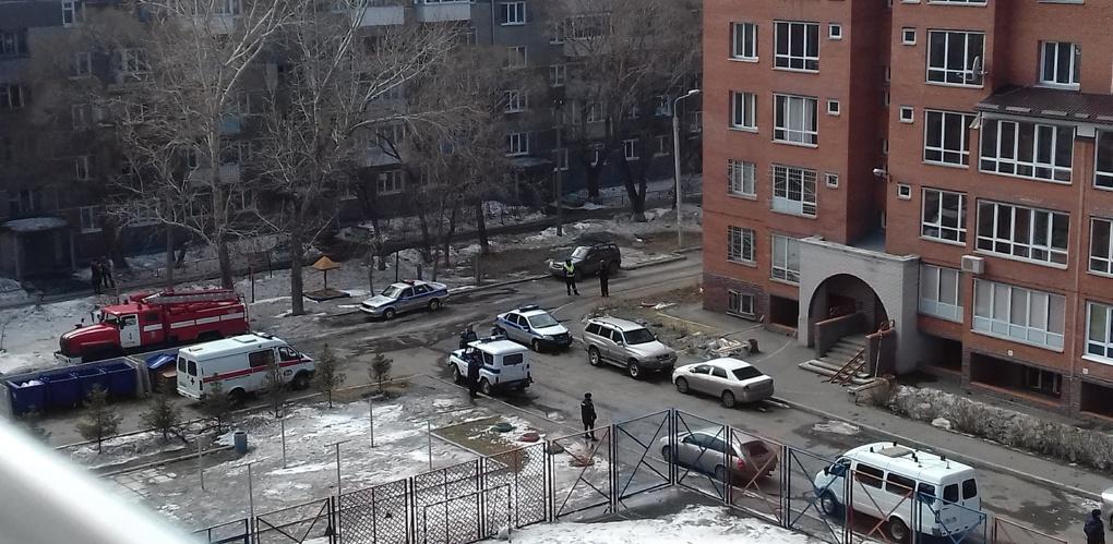 В жилом доме Омска полиция искала взрывное устройство