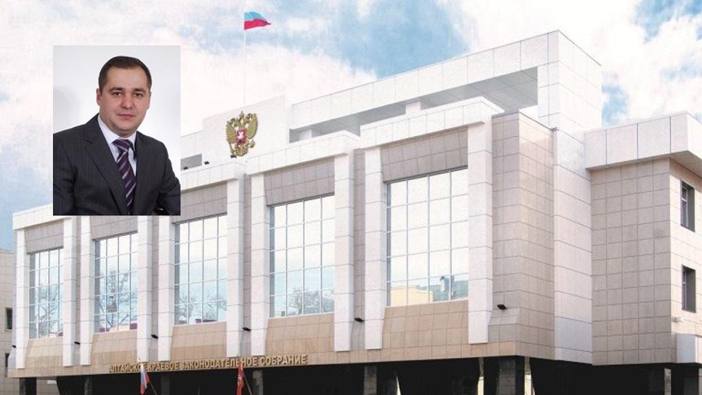 Подкупил силовика: новосибирский суд продлил арест депутату-взяточнику из Алтайского края