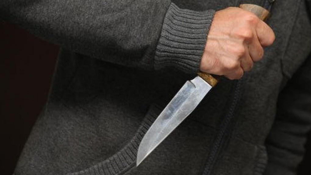 Омич ударил соседа ножом в живот