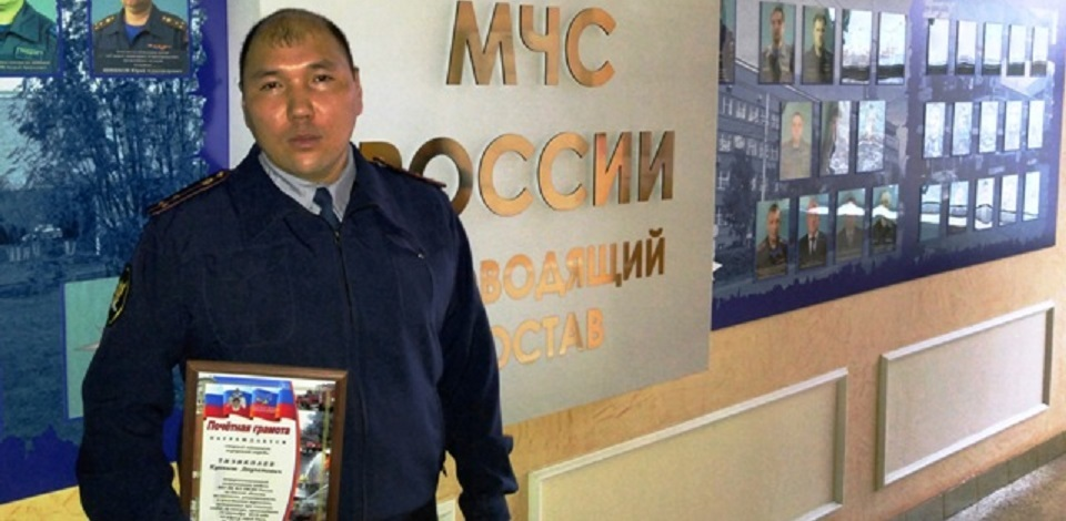 В Омске сотрудник колонии спас на пожаре соседскую семью