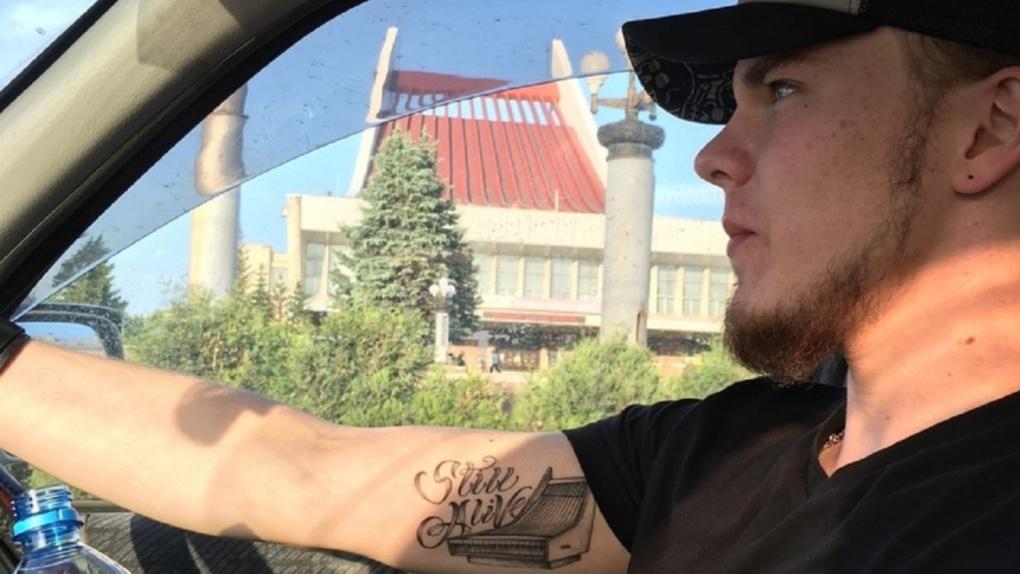 Омич сделал татуировку в память о том, как переболел коронавирусом