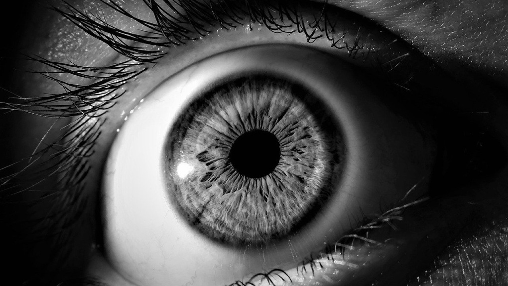 Омичка три дня ходила с иголкой в глазу, которую ей воткнул возлюбленный
