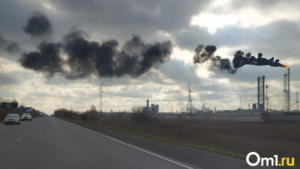 Омичи заметили густой чёрный дым из факела в северном промышленном узле города