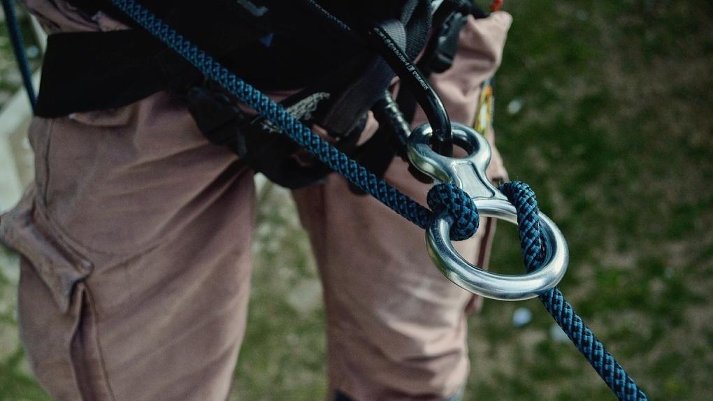 Омский альпинист попал в реанимацию из-за травмы, полученной в ущелье