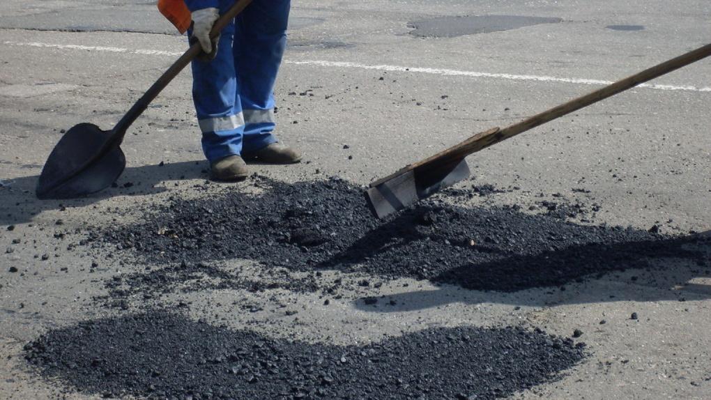 На ремонт тротуаров и проездов в Омске выделят еще 100 миллионов