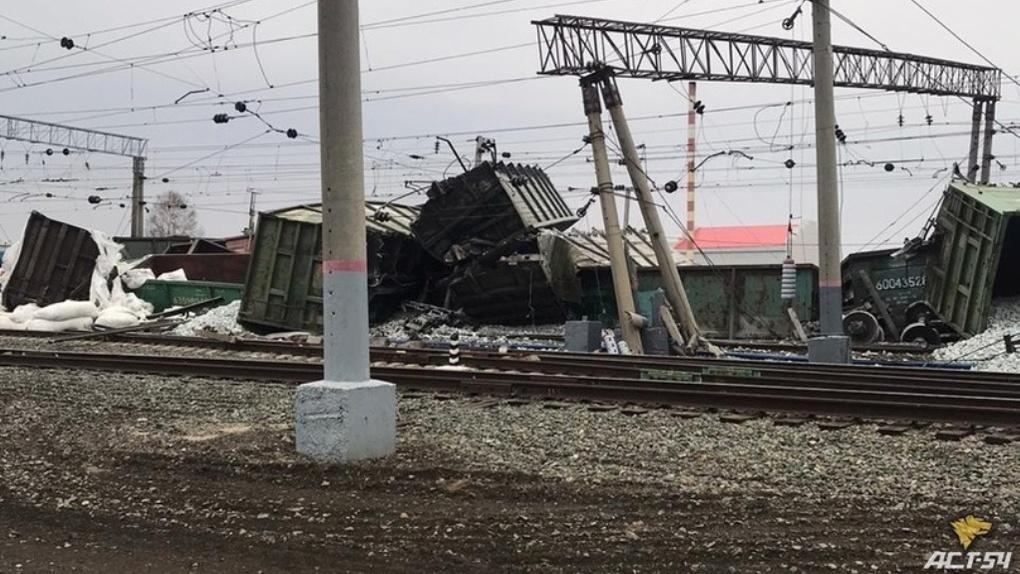 После схода с рельсов 31 вагона со щебнем в Новосибирской области возбуждено уголовное дело