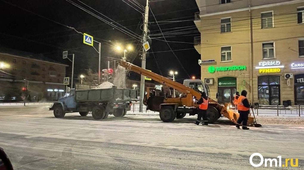 В Омске будут проводить ежедневные штабы и рейды по контролю за чисткой дорог от снега