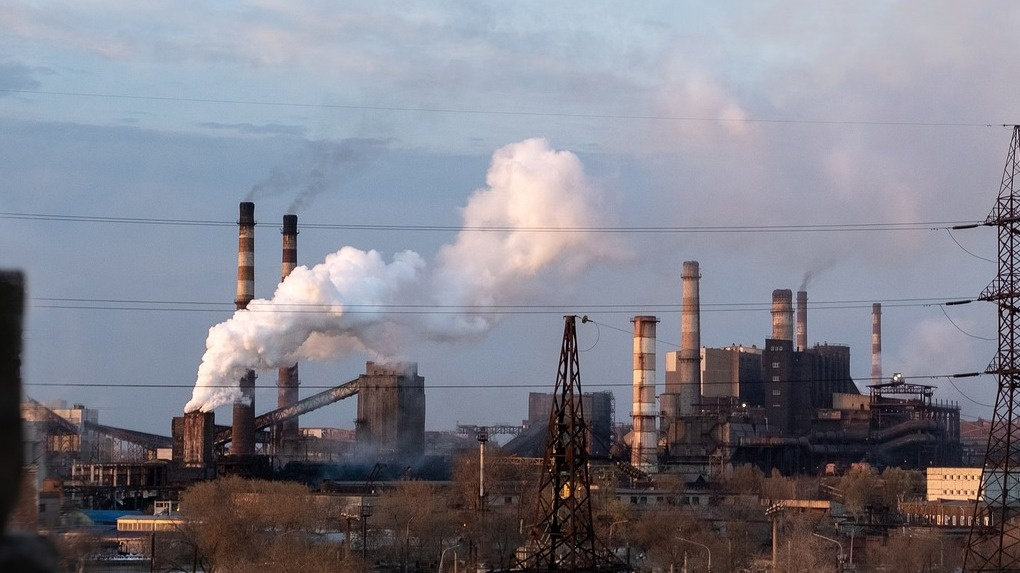 Следком начал проверку омского асфальтового завода, загрязняющего воздух