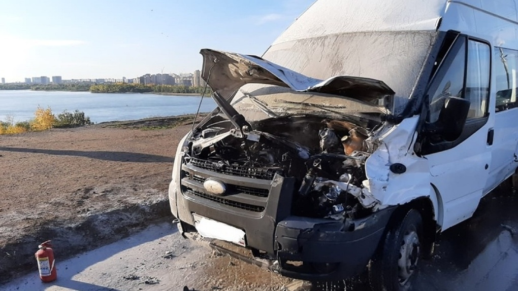 Прокуратура потребовала проверить перевозчика, маршрутка которого загорелась на омском мосту